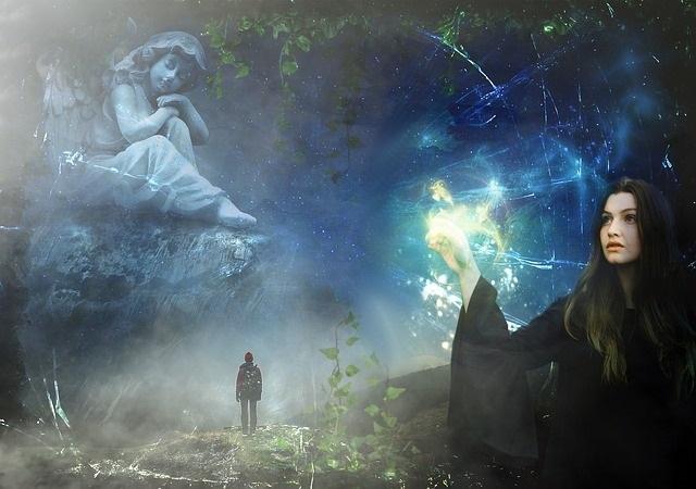 Die Flüche der angeblichen Hexen waren der Anlass, der zu den tragischen Hexenverfolgungen im Mittelalter geführt hat. Geschätzt wird, dass damals nahezu 100.000 Hexen (aber auch Hexer) auf Scheiterhaufen verbrannt, ertränkt oder geköpft wurden. So waren damals die Menschen davon überzeugt, dass es Frauen und Männer gab, die zaubern konnten und ihre Kräfte oft dazu einsetzten, um anderen zu schaden.