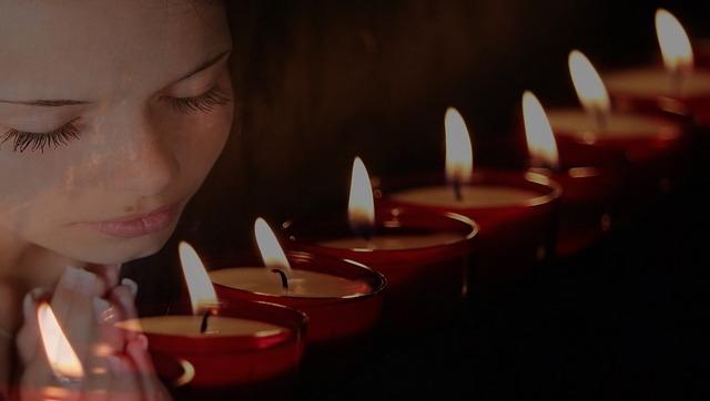 Die wichtigsten Kerzen bei einer Feuerlesung sind die Opferkerzen
